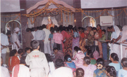 Devotees gathering at the occasion of temple opening in November 1999.